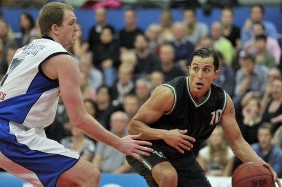 Basketballclubs bundelen krachten: Matthew Otten nieuwe hoofdcoach Dreamfields Dolphins